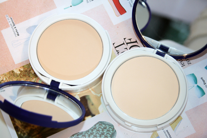Paula's Choice Resist Instant Smoothing Satin Finish Powders open